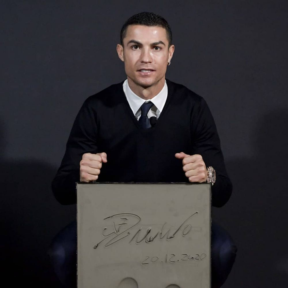 De data asta a ZAMBIT! :) Trofeul la care Ronaldo i-a depasit pe Lewandowski si Leo Messi