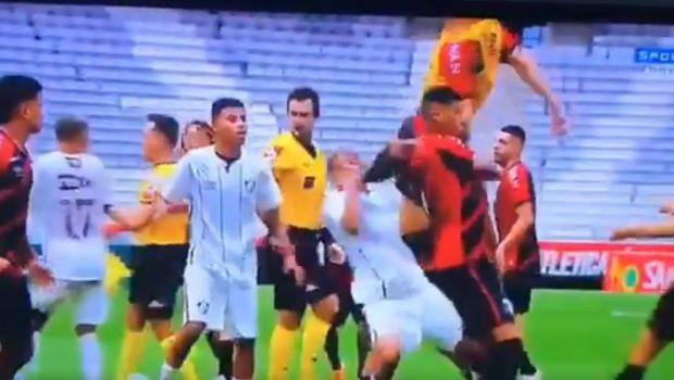 VIDEO | I-a pus CRAMPOANELE pe FATA! Scene desprinse din CUSCA la un meci de fotbal! Arbitrul a dat 9 cartonase rosii dupa o bataie ca-n FILME: cum arata fata jucatorului lovit