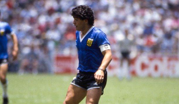 E PIESA DE MUZEU, dar putini stiu pe mana cui a intrat!Cine e proprietarul TRICOULUI cu care Maradona a scris istorie