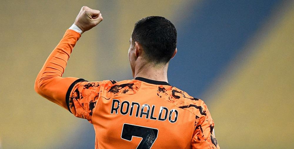 Ronaldo a fost desemnat FOTBALISTUL SECOLULUI la Globe Soccer Awards! Cine a mai fost premiat in cadrul galei din Dubai