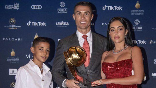 """Regimul STRICT pe care il are fiul lui Cristiano Ronaldo! """"Uneori bea Cola si mananca cartofi prajiti, iar asta ma irita!"""""""