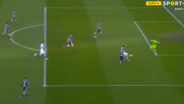 Napoli a deschis scorul cu Verona dupa doar 9 secunde! Lozano a inscris dupa o greseala uriasa a apararii celor de la Hellas. Este cel mai rapid gol din istoria Serie A