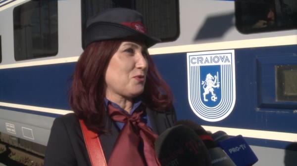 """VIDEO GENIAL! Jucatorii Craiovei sunt OBSEDATI de mersul trenurilor? """"Gen, informatii CFR!' :)) Ce o intreaba NON-STOP pe sefa de tren"""