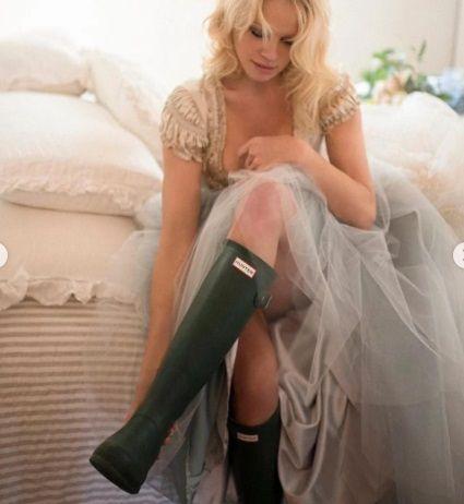 Asta da surpriza pentru al cincilea sot! Secretul ascuns de Pamela Anderson sub rochia de mireasa
