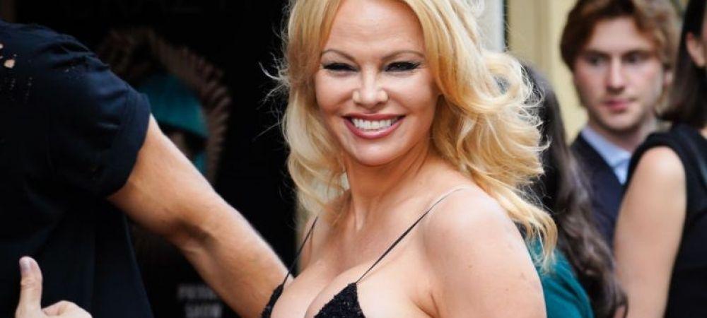 """""""E spargatoare de case!"""". Pamela Anderson n-are liniste nici cu al cincilea sot. I-a furat iubitul unei alte femei"""