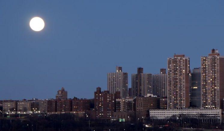Splendoare in noapte pentru pamanteni. Ce s-a intamplat cu Luna nu vezi in fiecare zi! Imagine de colectie