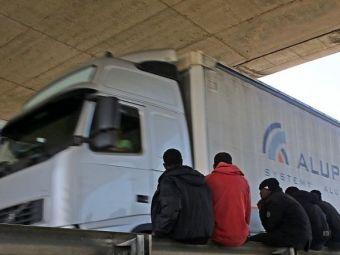 O masina de mari dimensiuni a incercat sa treaca printr-un tunel mai mic. E uluitor ce-a gasit politia la fata locului