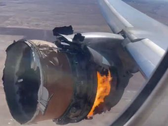 Imagini terifiante de la bordul avionului. Motorul a luat foc si a inceput sa cada. Resturile, gasite in curtile oamenilor