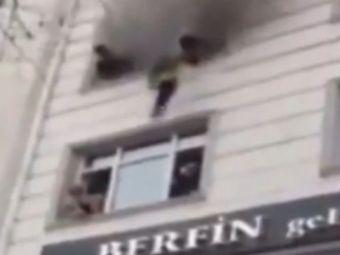 Operatiune de salvare incredibila. O mama si-a aruncat copiii pe geam, de la etaj. Cine i-a asteptat jos