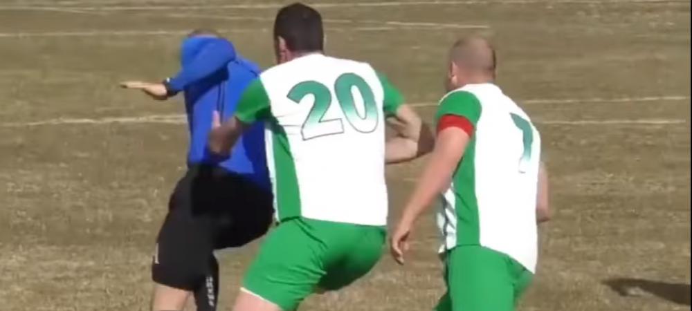 VIDEO   Scene SOCANTE in Bulgaria! Un arbitru a fost FUGARIT de jucatori dupa ce a dat un cartonas galben! A fost nevoit sa paraseasca stadionul pentru a scapa de furia fotbalistilor