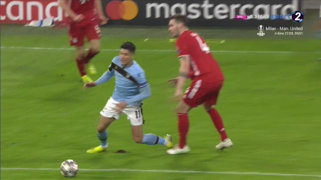 A incercat sa-l pacaleasca pe Istvan Kovacs la Bayern - Lazio! Romanul s-a enervat si a reactionat imediat! Ce decizie a luat