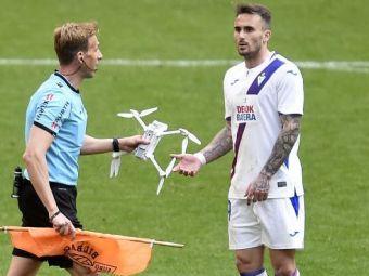 IREAL! O DRONA s-a prabusit pe teren in timpul meciului langa fostul dinamovist Garcia! Momente nemaivazute la meciul lui Bilbao! Ce scria pe bannerul pe care-l avea