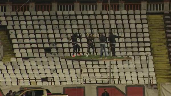Show senzational oferit de dinamovisti! Fanii au jucat fotbal la inaltime! Ce mesaje au afisat folosindu-se de un balon cu aer cald