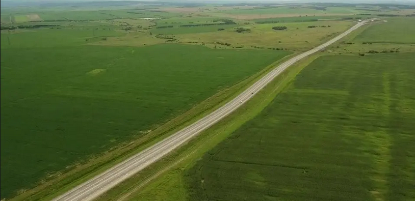 Asta e cel mai lung drum drept din Romania! Milioane de romani au trecut pe acolo, dar n-au stiut acest detaliu! Unde e amplasat