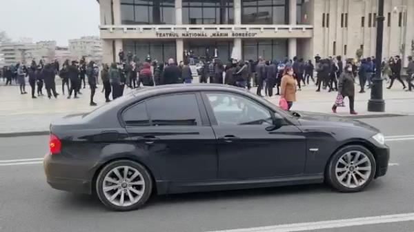BREAKING NEWS   VIDEO incredibil! Ultrasii FCU Craiova s-au intalnit in oras cu autocarul CSU! Ce a urmat