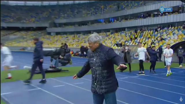Imagini fabuloase cu Lucescu dupa ce a luat titlul cu Dinamo Kiev! I-a venit sa planga, jucatorii au desfacut sampaniile si l-au facut varza! :)