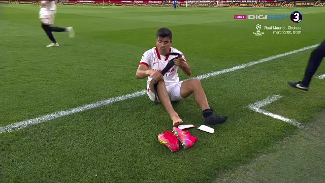 E faza care face inconjurul lumii. Momente incredibile in Spania! Arbitrul a oprit meciul cu un minut inainte de final si jucatorii s-au prins. Adversarii erau in drum spre dusuri! Ce a putut sa urmeze