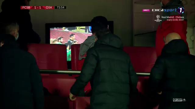 LIVE din 'Zona Crepusculara'! :)) Coltescu a dat penalty, apoi i-a aratat galben pentru simulare lui Tanase! Ce s-a intamplat