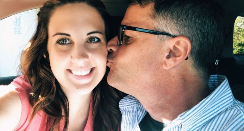 Si-a parasit iubitul inaintea nuntii si a intrat intr-o relatie cu tatal acestuia! Cazul comentat acum de toata lumea. Ce a putut sa spuna tanara de 25 de ani