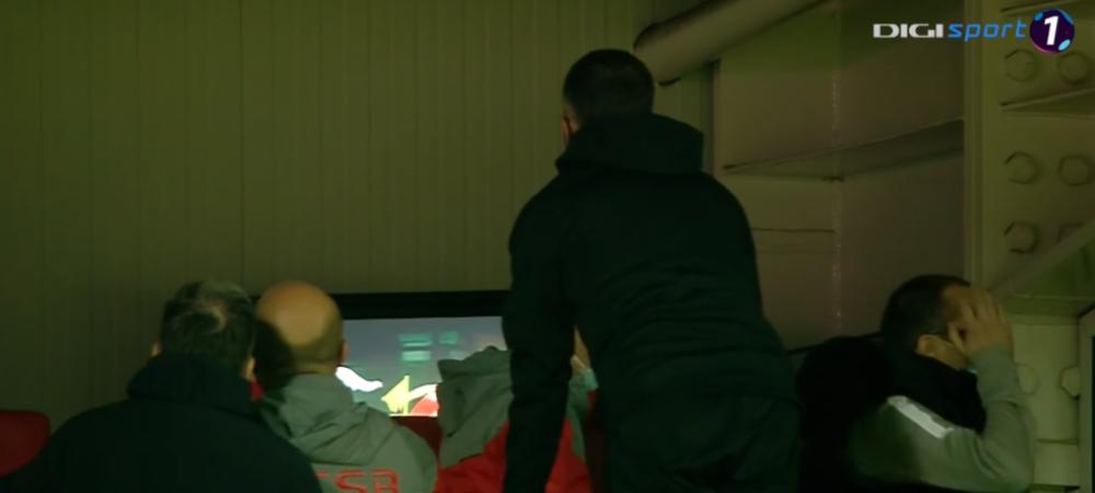 Asta e VAR-u' de la Giurgiu! :)) MM si stafful s-au catarat in tribuna ca sa vada faza. Moment genial in derby-ul FCSB - CFR