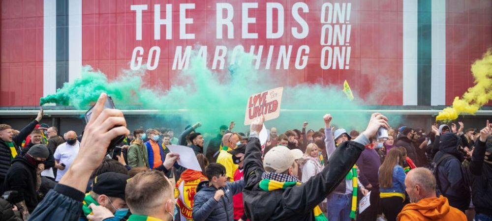 Fanii lui United au furat un steag de pe Old Trafford! Ce a urmat este incredibil