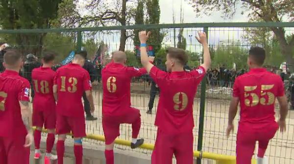Jucatorii Stelei s-au bucurat alaturi de suporteri la finalul meciului