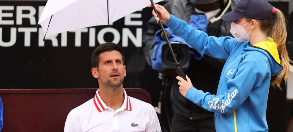 """""""Cat mai vrei sa jucam pe ploaia asta? Nu verifici nimic!"""" Novak Djokovic s-a enervat teribil pe arbitru in primul meci castigat la Roma"""