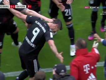 Asa ceva nu s-a mai intamplat in timpul unui meci de fotbal! Ce au facut jucatorii lui Bayern dupa ce Lewandowski a egalat recordul uluitor al lui Gerd Muller