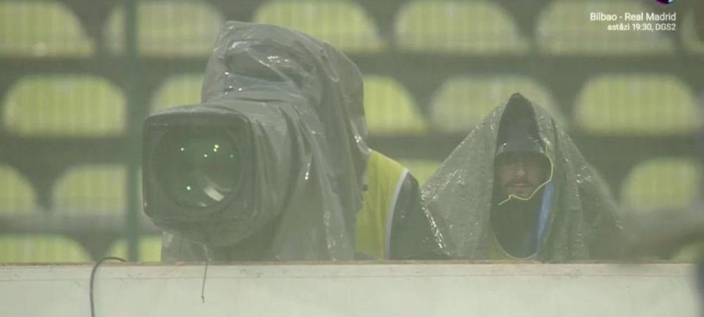 A venit potopul peste ei! Ploaie cu tunete si fulgere la FC Arges - Dinamo! Scene incredibile pe stadion