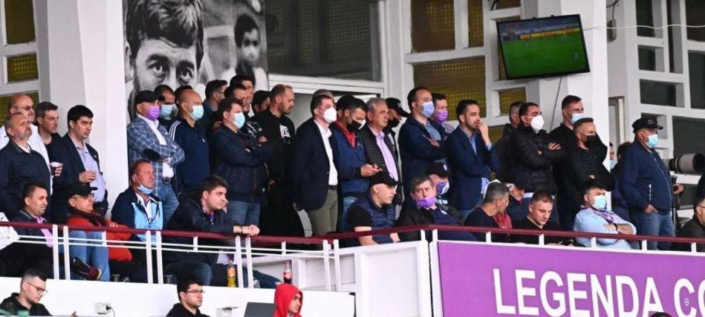 Pitestenii au sfidat restrictiile! Zeci de oameni au urmarit meciul cu Dinamo de la tribuna oficiala. Cum si-au incurajat dinamovistii echipa