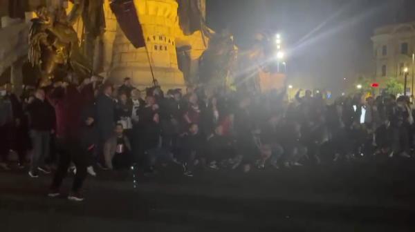 Suporterii CFR-ului au iesit in strada dupa castigarea titlului! CFR ia avionul si merge sa se bucure alaturi de fani