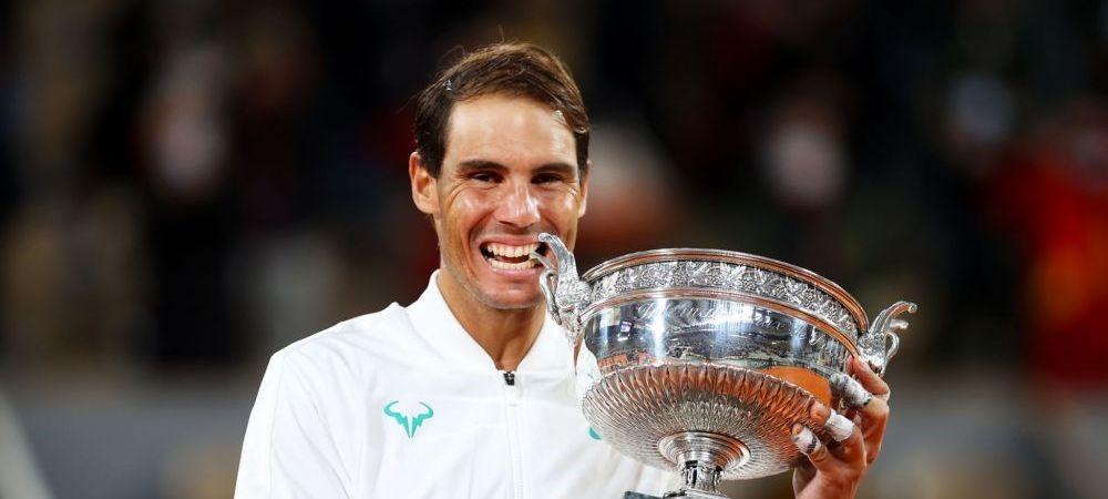 A trecut testul timpului: Rafael Nadal s-a pozat langa statuia in marime naturala construita de francezi in Complexul de la Roland Garros