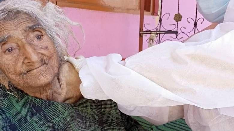 Au gasit-o pe cea mai batrana femeie din lume in timpul vaccinarii impotriva COVID! Cati ani poate sa aiba