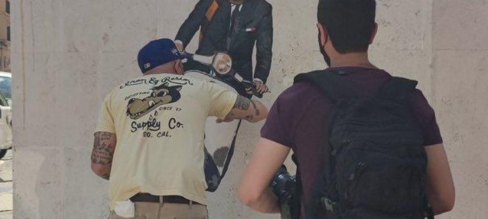 Genial! Desenul lui Mourinho din Roma a fost vandalizat! Fanii l-au desenat pe Sarri in timp ce ii sufla fum in fata