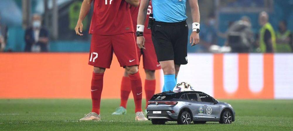 """Moment inedit in startul Euro 2020! Masinuta """"de lux"""" care le-a oferit in mod simbolic mingea jucatorilor a atras toate privirile"""