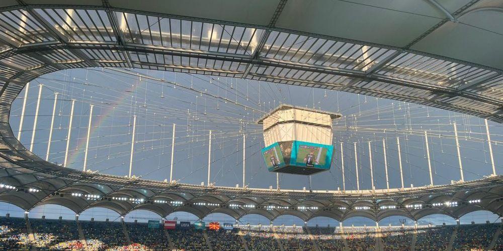 Imaginea zilei de la Euro vine din Romania! :) Curcubeul a furat toate privirile la Austria - Macedonia de Nord