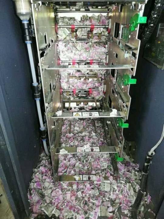 Un sobolan a reusit sa intre intr-un bancomat si a devalizat o suma uriasa! Oamenilor de la banca nu le-a venit sa creada. Cati bani a putut sa distruga