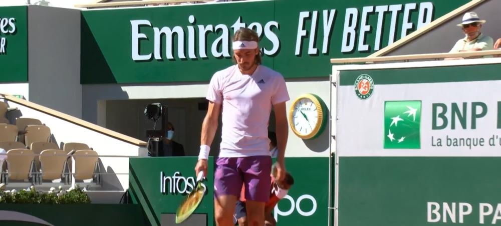 Ion Tiriac a revolutionat modul in care se poarta masca! Inventivitatea miliardarului roman, surprinsa de camerele de filmat in timpul finalei de la Roland Garros