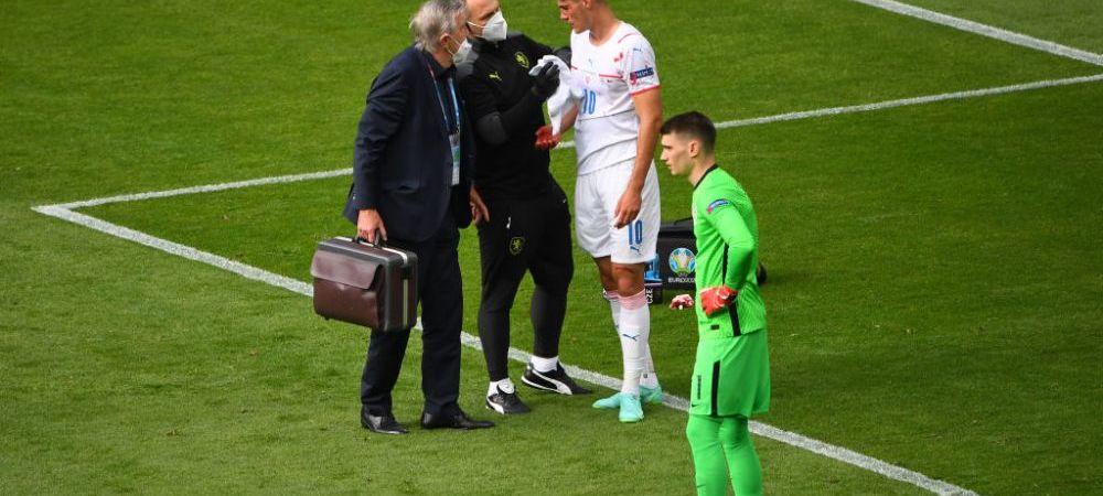 """""""VAR este ridicol!"""" Nimeni nu a inteles de ce a fost penalty pentru Cehia, chiar daca Lovren l-a umplut de sange pe Schick"""