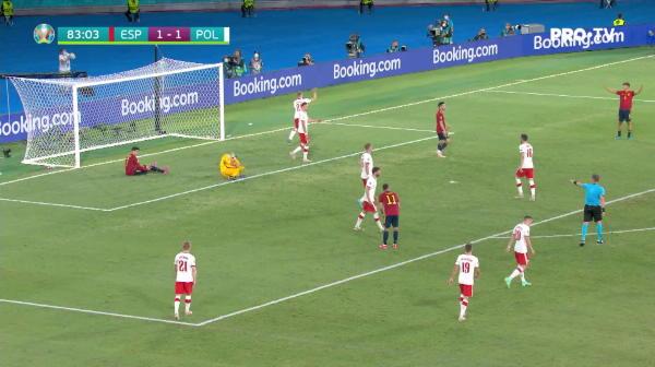 Ocazie pentru Spania! Morata primeste in sase metri si suteaza direct in portarul Szczesny