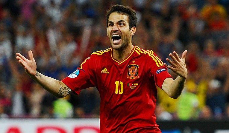 Spania se chinuie la EURO, Cesc Fabregas se relaxeaza in Mykonos. Imagini superbe surprinse de paparazzi cu familia ibericului
