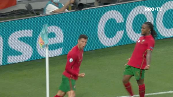 GOOOOOOOL Portugalia! Ronaldo marcheaza din penalty si restabileste egalitatea GOOOOOOOL Portugalia! Ronaldo marcheaza din penalty si restabileste egalitatea
