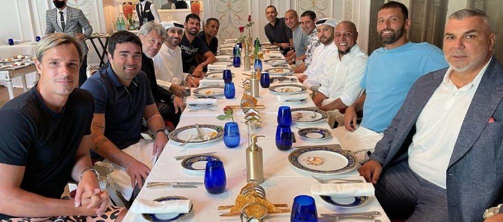 Companie de lux pentru Cosmin Olaroiu! Antrenorul roman, la aceeasi masa cu Roberto Carlos, Diego Costa, Deco si Trezeguet