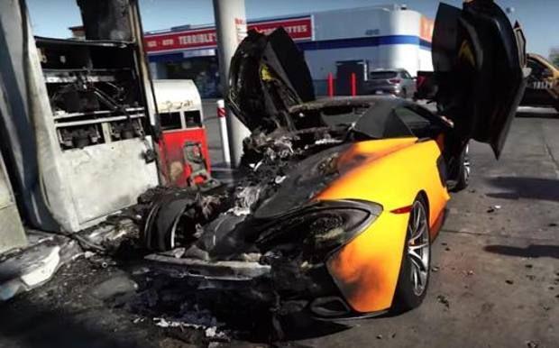 Un McLaren 570S, in flacari la o benzinarie! Reactia ciudata a proprietarului