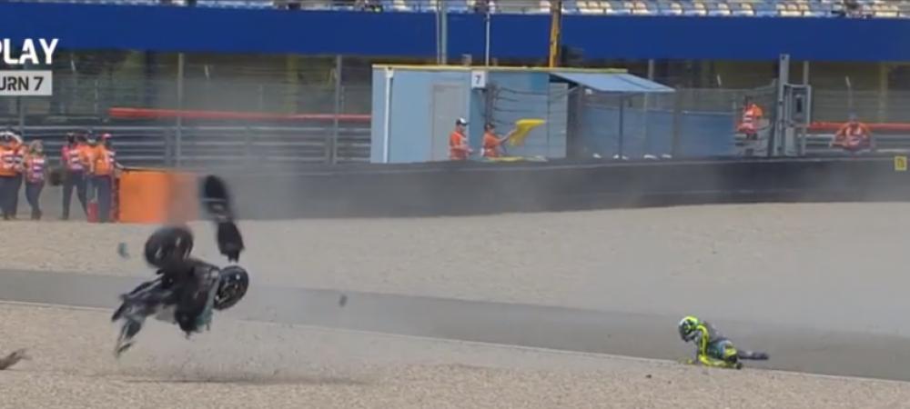 Valentino Rossi si-a facut praf motocicleta! Stewarzii au venit imediat cu targa
