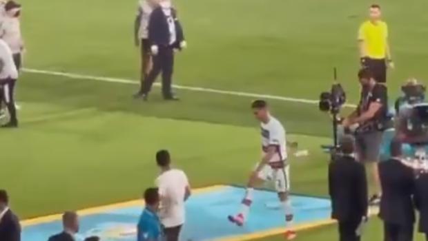 """Frustrarea si nervii si-au spus cuvantul! Ronaldo a luat la suturi banderola de """"capitan"""" dupa eliminarea Portugaliei"""