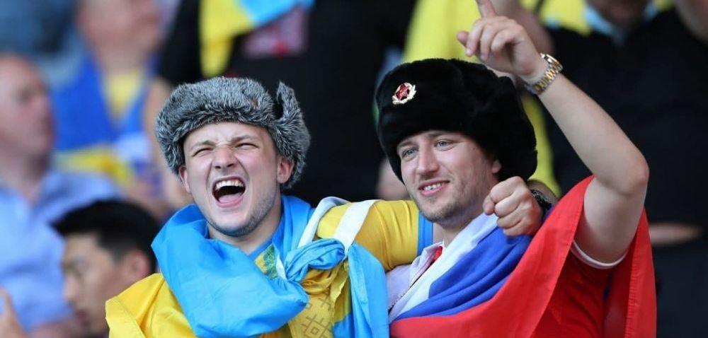 BREAKING NEWS   Un suporter s-a imbracat in tricoul Rusiei si s-a dus printre fanii ucraineni! E incredibil ce a putut sa urmeze dupa o repriza de zambete. Imaginile fac inconjurul lumii