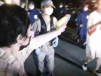 Imagini incredibile din Japonia! O femeie a fost arestata dupa ce a incercat sa stinga flacara olimpica cu un pistol cu apa