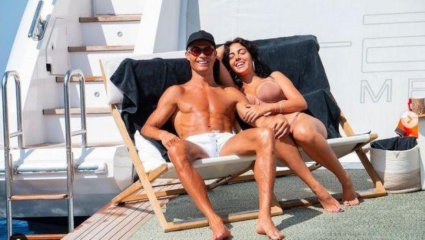 Cristiano Ronaldo asteapta titlul de golgheter pe yacht! El se relaxeaza pe vasul sau de lux, alaturi de familie si prieteni