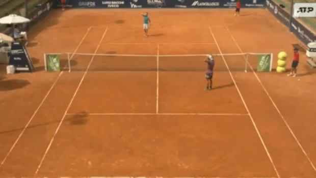 La un pas sa il omoare pe arbitrul de scaun! Renzo Olivo (193 ATP) s-a enervat teribil dupa un meci pierdut la turneul ATP Challenger de la Perugia: ce a putut sa faca